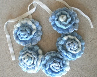 Five Roses Crocheted Necklace