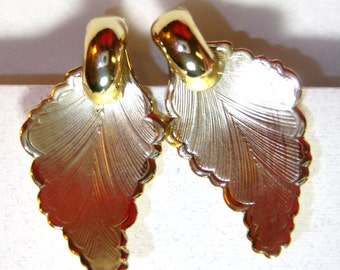 vintage Coro faint gold tone brushed leaf screw on or screw back vintage earrings O
