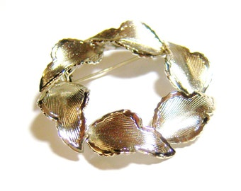 vintage silver tone wreath of leaves brooch pin E