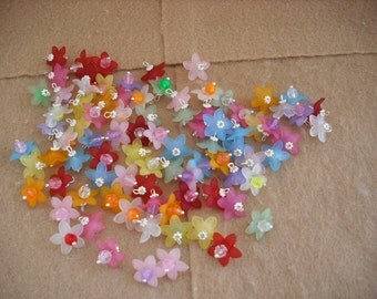 50 Mix Acrylic Beads 5 Petal Point Star Daisy Flower Frosted Charms