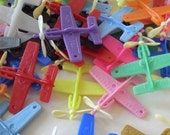 Party bag filler 40 plastic vending retro kitsch airplane plane toys gift tag charm or for fun