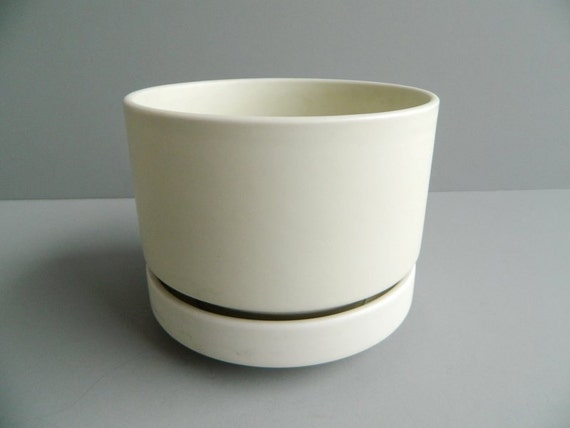 Arabia Finland Large White Ceramic Planter by Richard Lindh - Finland Large White Ceramic Planter By Richard Lindh
