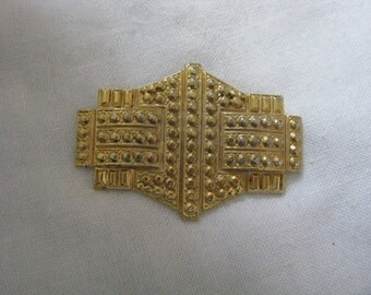 Unusual gold tone textured geometric vintage pin brooch