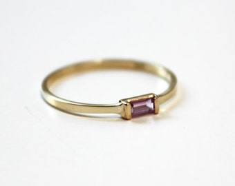 Pink Sapphire Baguette Stacking Ring (14K yellow gold)