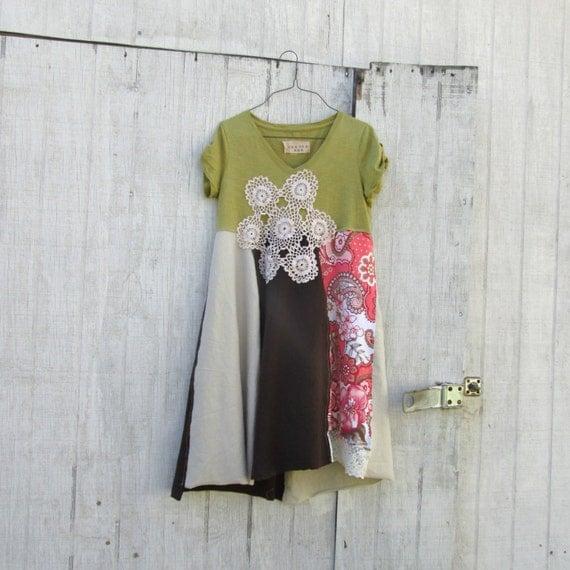 Small Medium Upcycled Clothing / Funky Vintage Doily