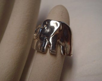Vintage  1980's  elephant sterling silver ring size 7
