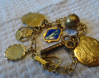 Vintage charm bracelet gold tone 8 charms
