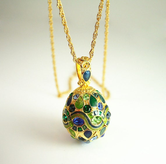 Vintage joan rivers rhinestone enamel egg pendant necklace for Joan rivers jewelry necklaces