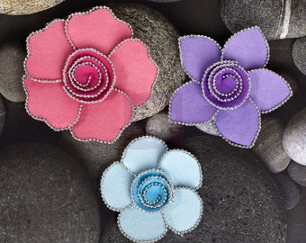 SALE CLEARANCE 30% OFF :Prima Regency/ Queen Mary - Prism 566227 Mulberry paper flowers with Silver beaded edge