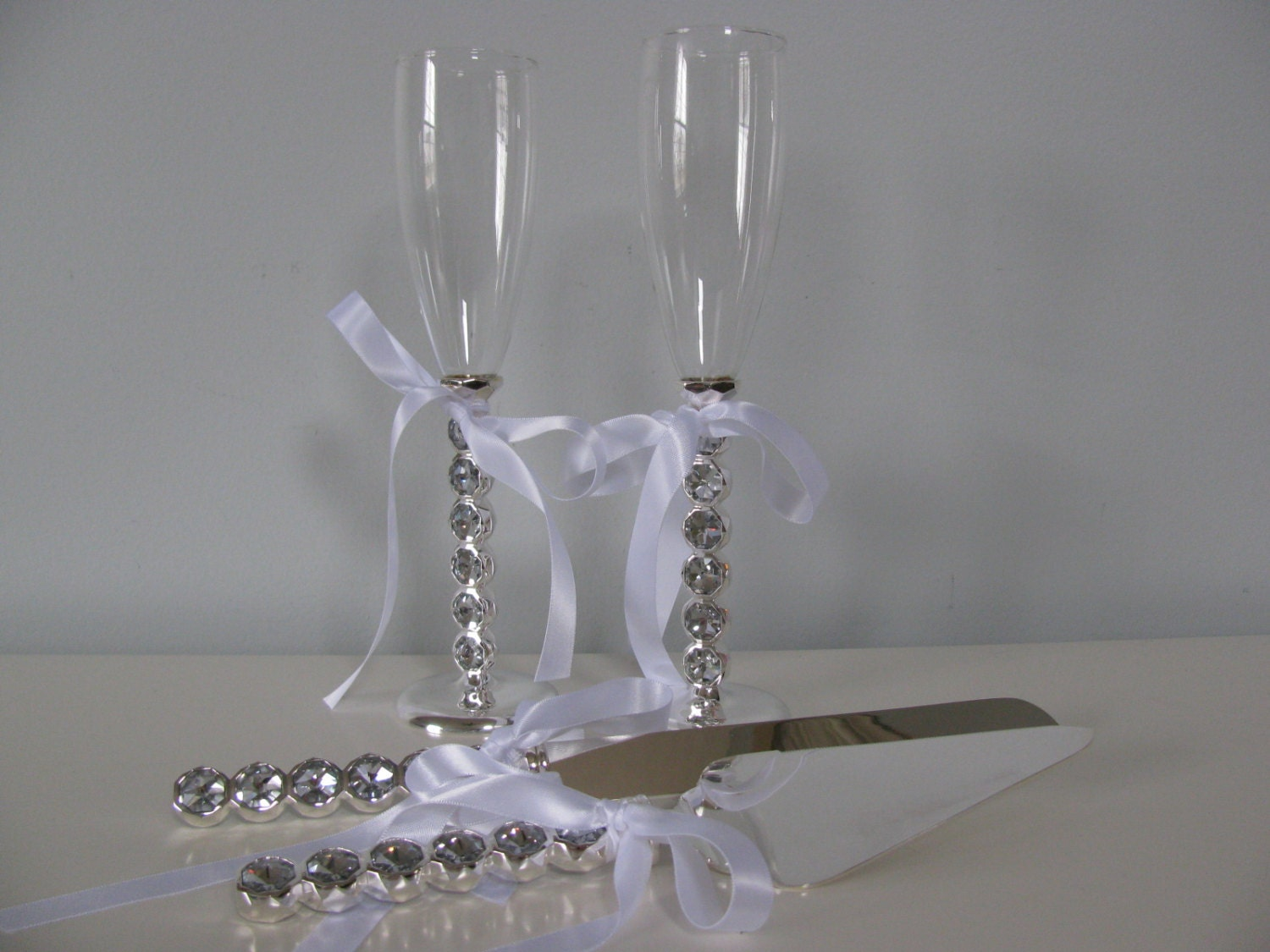 Wedding Cake Serving Set And Toasting Glasses Flute Set With