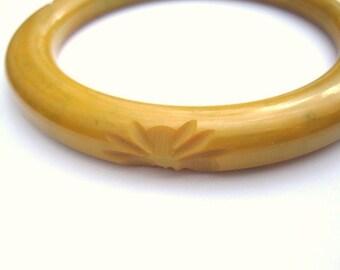 Vintage Carved Yellow Bakelite Bangle Bracelet