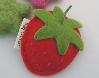 NO SLIP Wool felt hair clip -British strawberry -mini -red