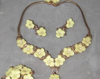 Sale Sale Spring Is In The Air Signed Crown Trifari Rare Set Chocker Earrings Brooch N Bracelet Yellow Glass Floral Set