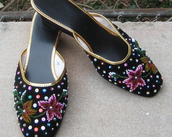 Glam N Glits 1960s 1970s Black Velvet Flower Beades N Sequin Shoes Slide Ons MUles Size 7 Never Worn