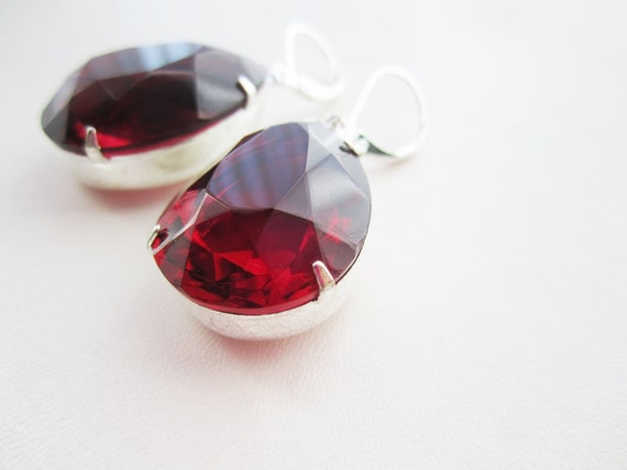 Vintage Glass Ruby Transparent Pear Stone Earrings - silver 18x25mm