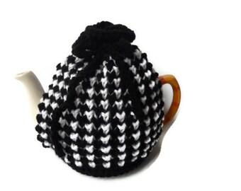tea cozy cosie black and white
