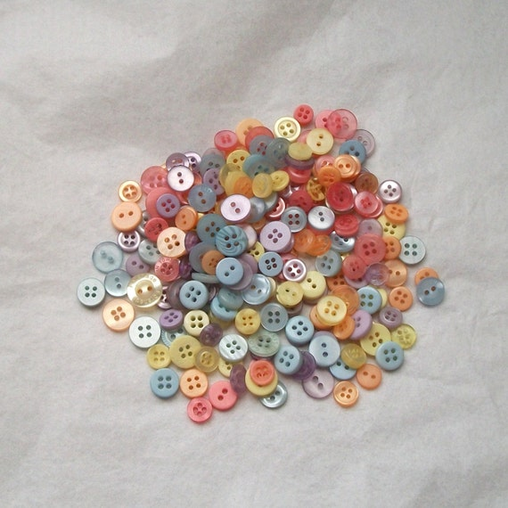300 Button SMALLS Mix, Pastel - Grab Bag - Crafting - Jewelry - Collect (b1376 B -)