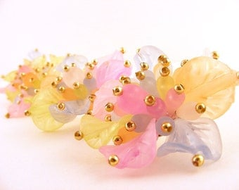 Vintage Plastic Flower Post Earrings 2 Pair