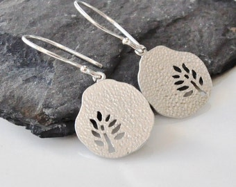 Silver tree hammered pendant disc earrings Casual everyday, Dainty earrings,Simple, Modern, Small Delicate Dangle, Friends gift