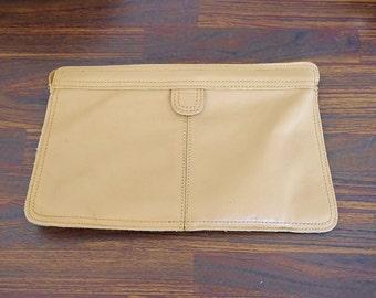 Vintage Leather Clutch, 70s Purse,  Carmel Brown Purse, 1970s Clutch Bag, Leather Purse, Tan Beige Purse
