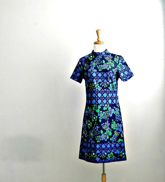 1970s Blue Shift Dress / sheath dress / mod shift dress / floral dress / medium large