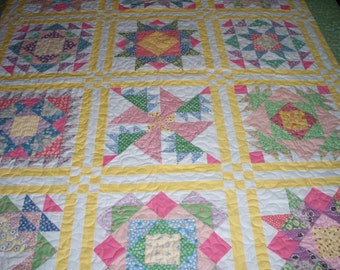 FREE SHIPPING---Sampler Quilt in 1930 Reproduction Feedsacks