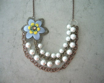Bridal pearls necklace with a flower