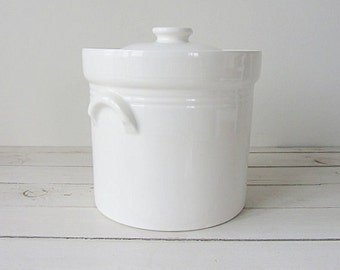 Vintage / Pfaltzgraff USA White Ceramic Canister with Lid