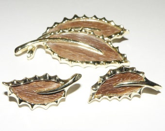 Vintage Sarah Coventry Wooded Beauty Pin and Clip on Earring Set