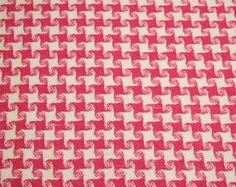 24 x 24 Inches Hot Pink and White Houndstooth Check Woven Cotton Morgan Jones Vintage Bedspread Fabric Piece