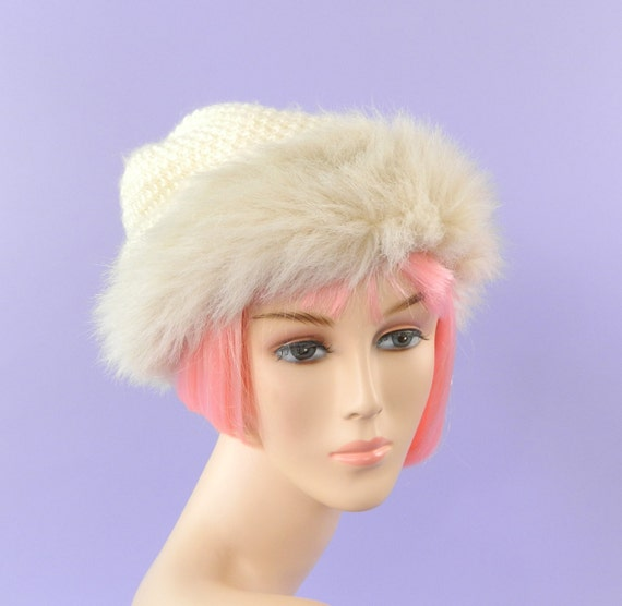 1970s Knit Winter Hat Faux Fur Trim Creme