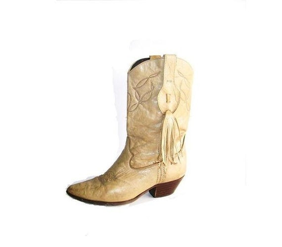 Western Cowgirl Boots. Bohemian Chic. Laredo. Camel Tan.  Aged. Saddle Leather. Distressed. Size 6.5