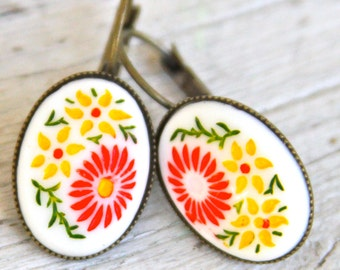 Yellow Red White Daisy Flower Drop Dangle Earrings - Carved Oval Glass,  Antique Brass, Lever Back, Drop Dangle Earrings - Wedding ,Beach