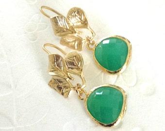 Green Earrings, Rustic Wedding green Earrings, green dangle earrings, gold and green wedding earrings, green bridesmaid earrings