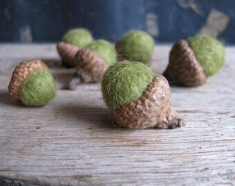 Felted wool acorns, set of 6, Light Green