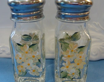 Hand Painted Salt and Pepper Shakers Yellow Daisies Flowers