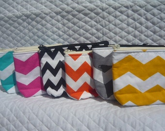 Chevron yellow in white print make up bag. We have other colors