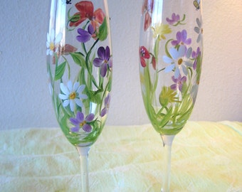 Set of two,handpainted wedding toasting champagne flutes, custom made , personalized with name and date, bride and groom