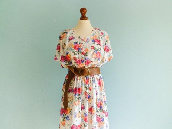Vintage floral summer dress / day dress / white multicolor / short sleeve / midi long / medium
