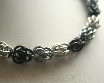 Bracelet Sweet Pea Chainmaille 7 inches Your Choice of up to 3 Colors