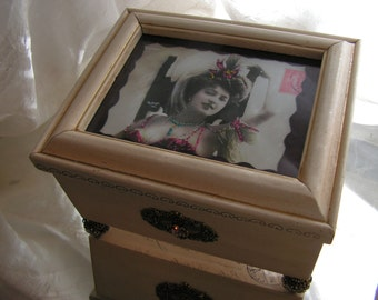 Parisian Burlesque Show Girl Jewelry / Keepsake box