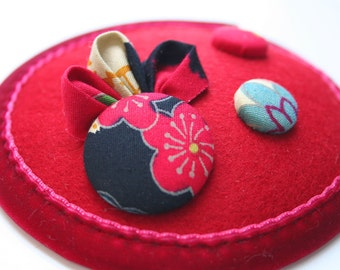 Red japanese button winter fascinator