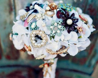 Brooch Bouquet Vintage Lace jewelry pearl wedding bouquet with FREE TOSS/BRIDESMAID bouquet, Deposit only