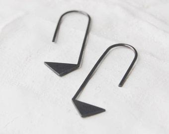 Geometrics silver earrings // triangle // black pointy earring // peace earrings // graphic jewelry // GM017