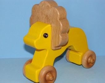 Wooden LION on the Go