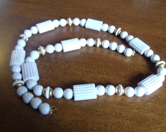 vintage necklace monet white beads