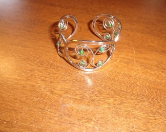 vintwage bracelet cuff silvertone green stones