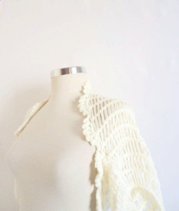 WHITE SHRUG  Bolero shrug  Capelet shrug warm wrap shawl wedding  stole new,handmade,gift,fashion,trend,handmade,crochet shrug