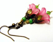 Valentine gift,Valentines day sale,pink dangle earrings,beadswork earrings,drop earrings,lucite flower earrings vintage boho,shabby style