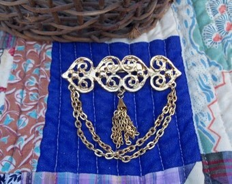 Fascinator Brooch Embellished Tassle Gold Tone Luxe Pin